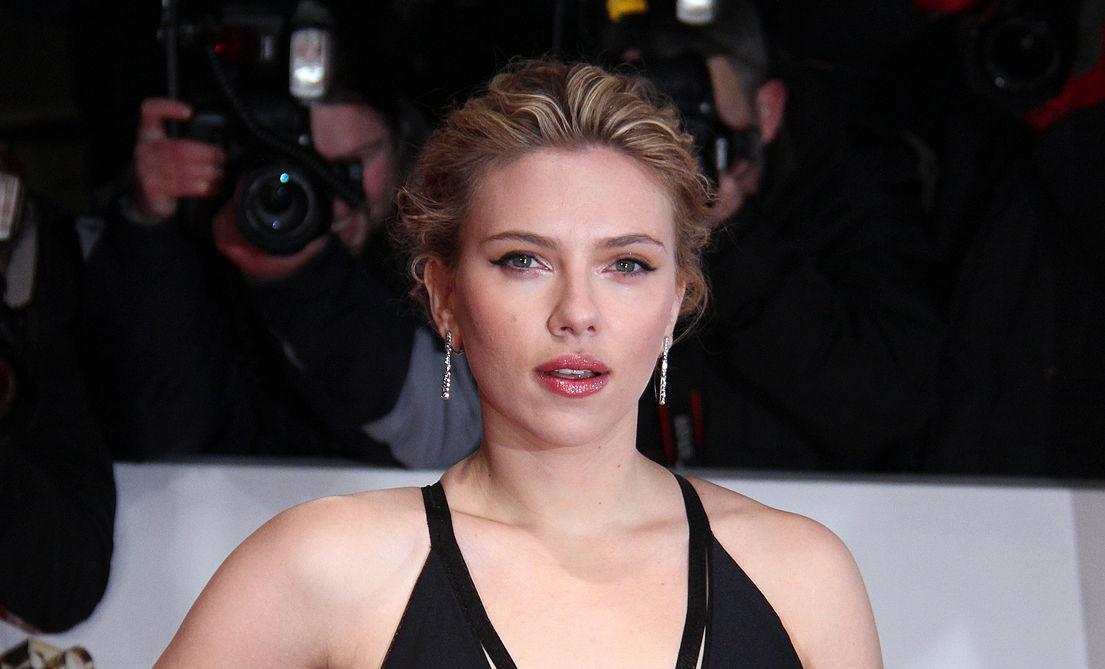 "Head and shoulders shot of Scarlett ""ScarJo"" Johansson at a movie premiere"